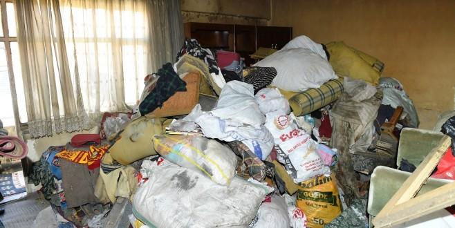 Evden Dört Kamyon Çöp Çıkarıldı